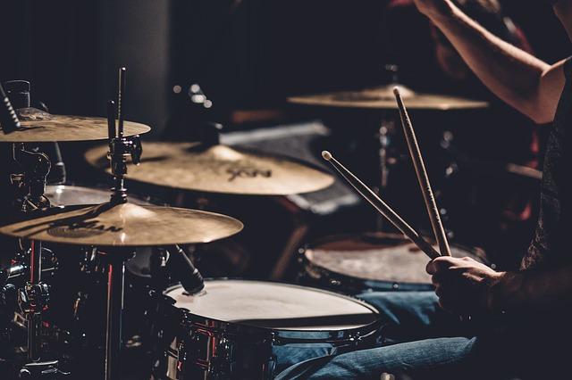 hráč na bicí