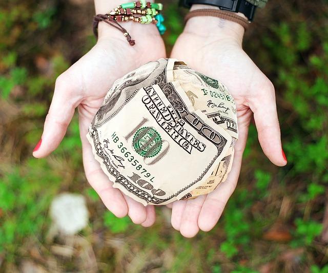 darovaná kulička z amerických dolarů