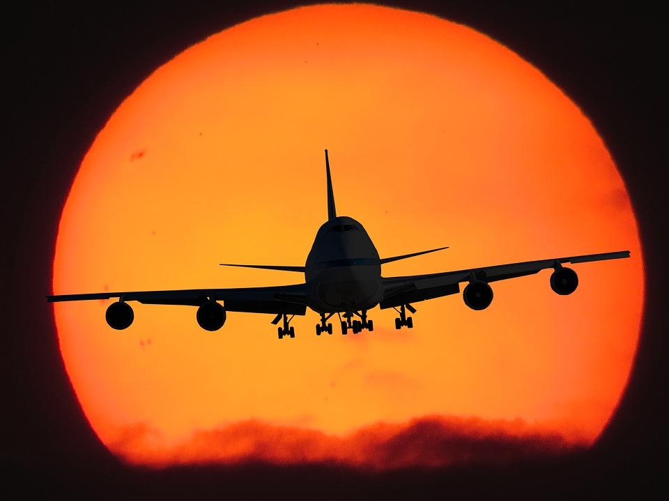 letadlo proti slunci
